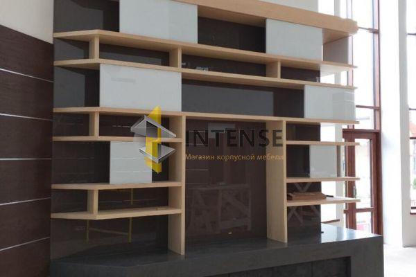 Магазин корпусной мебели Intense производит Гостиные из эмали - Стелаж-полки в гостиную. МДФ-эмаль+мдф-шпон бука