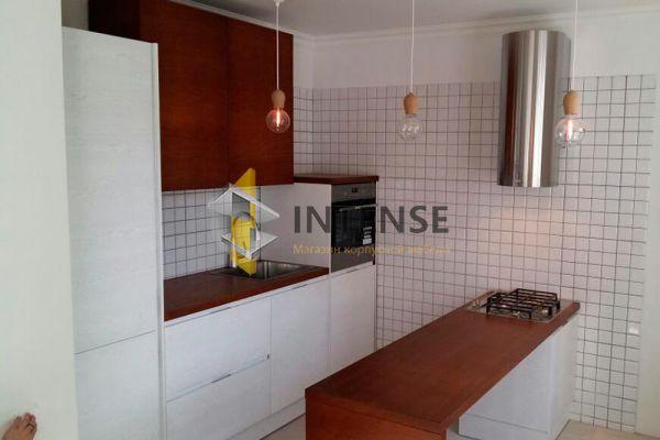 Магазин корпусной мебели Intense производит Кухни Современный стиль - Кухня с фасадами шпон дуба покрытый белой эмалью.