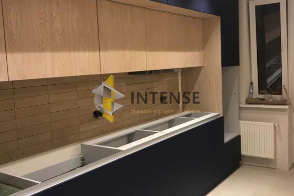 Магазин корпусной мебели Intense производит Кухни Современный стиль - Кухня мдф шпон дуба и пластик Fenix.