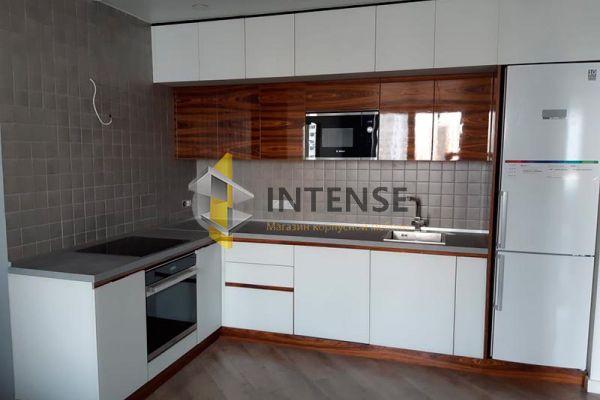 Магазин корпусной мебели Intense производит Кухни Современный стиль - Кухня эмаль и шпон в глянце. Два горизонта.