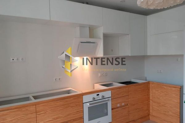 Магазин корпусной мебели Intense производит Кухни Современный стиль - Кухня в комбинации шпон-эмаль