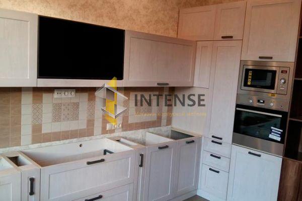 Магазин корпусной мебели Intense производит Кухни Современный стиль - Кухня из массива ясеня + шпон орех.
