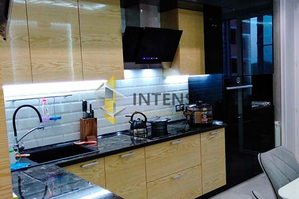 Магазин корпусной мебели Intense производит Кухни Современный стиль - Кухня ясень белый, шпон - эмаль высокий глянец.