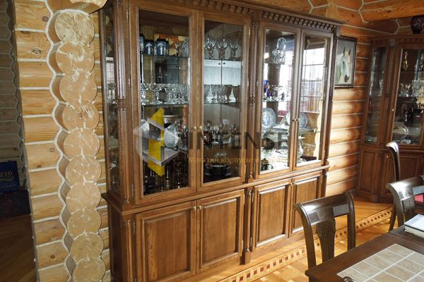 Магазин корпусной мебели Intense производит Шкафы из массива - Шкаф для посуды