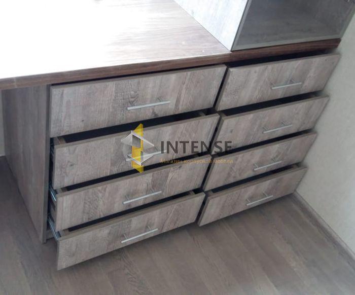 Магазин корпусной мебели Intense производит  - Стол и тумбы в детской
