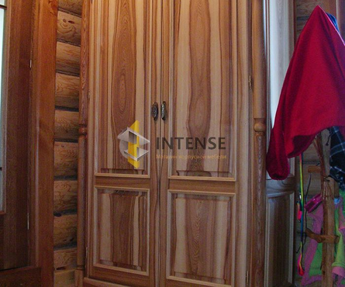 Магазин корпусной мебели Intense производит Шкафы из массива - Шкаф в прихожую